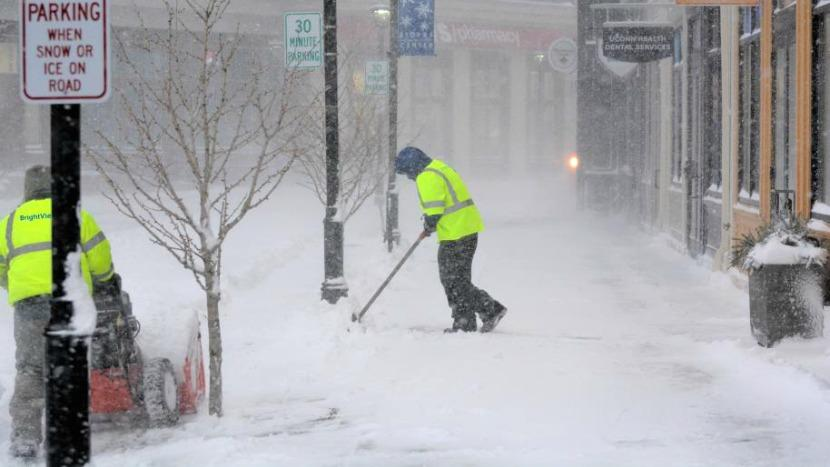 Snow shoveling tips to avoid injury